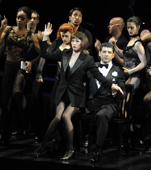 Drama-MAX-Ryoko-Yonekura-CHICAGO-NY-stage2-600